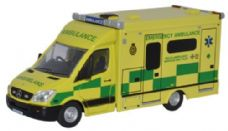Oxfords Ambulance with Flashing Lights (Battery Powered)